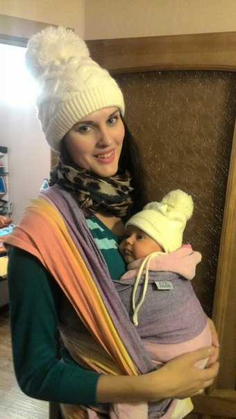 Очень скучаю по тем временам, когда можно было вот так просто привязать дочу к себе и быть уверенной, что ей точно тепло и уютно)))