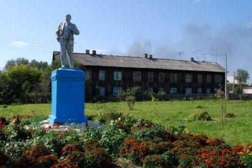 памятник Ленину недалеко от прокуратуры г. Первомайск
