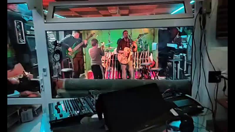 горилла барабан