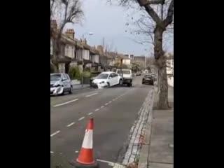 Ну он же им сигналил. Значит они были предупреждены но не уступили дорогу.