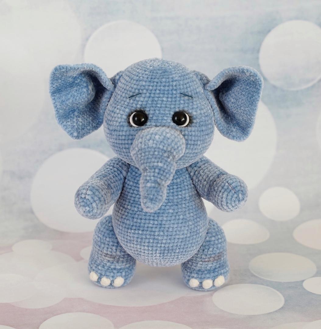 Вязаный крючком синий слоник