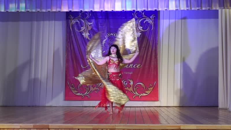 Восточный танец с крыльями на фестивале Аламар данс
