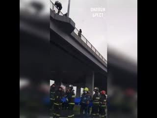 В Бресте человек хотел спрыгнуть с моста (Западный обход)