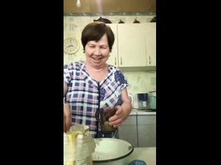 Бабуля готовит 🙃
