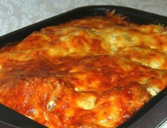 Курица, запеченная с гречкой  Крупа пропитывается соками мяса, получается...
