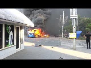 Ровно 6 лет назад. Обстрел ВСУ ЖД вокзала в Донецке, горит рынок и троллейбус.